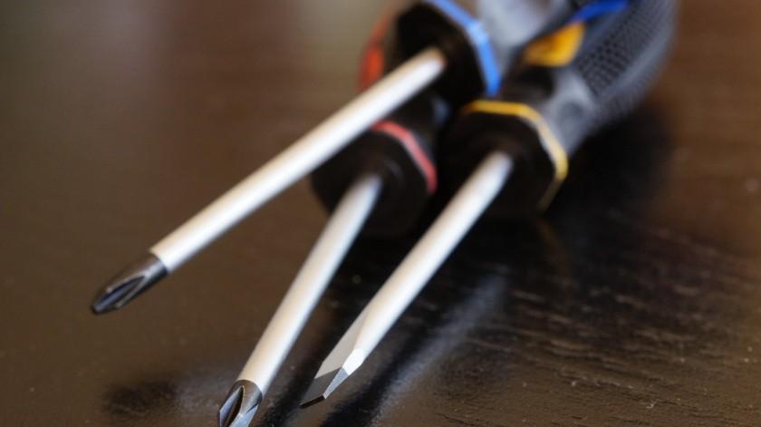 En la vivienda, los elementos de la Policía localizaron un desarmador con empuñadura negra y manchado con sangre.(Pixabay)