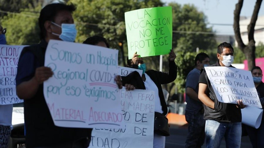 Personal médico de distintos estados de la República ha denunciado agresiones en su contra por parte de la ciudadanía.(EFE)