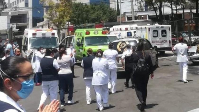 El 30 de marzo, un numeroso grupo de médicos, enfermeras y empleados técnicos y administrativos, protestaron en la explanada de este hospital.