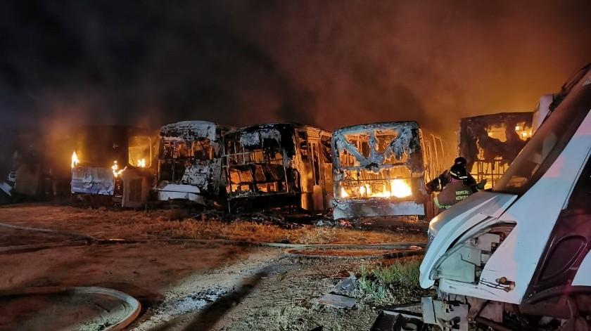 Se queman 15 unidades de transporte urbano en desuso(GH)