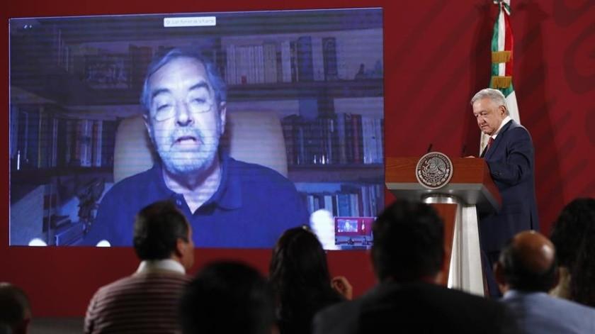 El presidente de México, Andrés Manuel López Obrador, participa en una videoconferencia con el embajador de México ante la ONU, Juan Ramón de la Fuente, este viernes, durante una rueda de prensa matutina en el Palacio Nacional de Ciudad de México.(EFE)