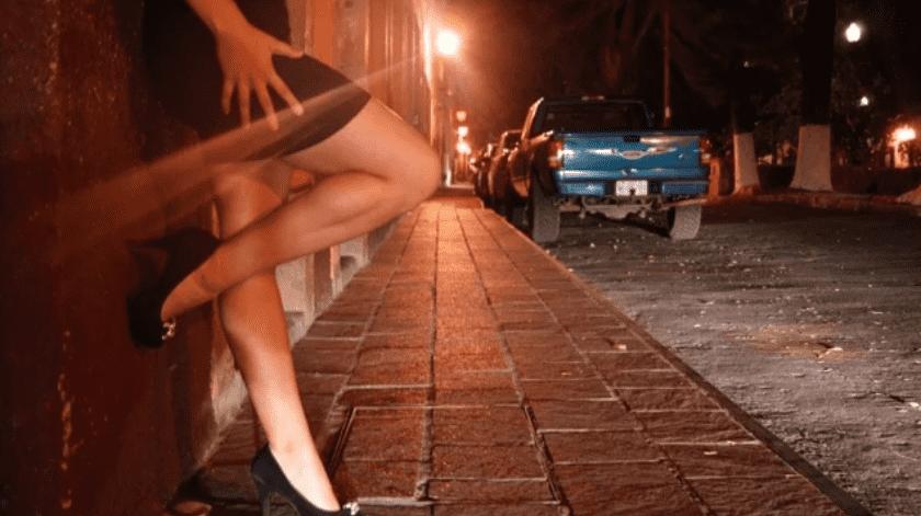 En medio de la demanda de ayuda Karla cuenta que los problemas con sus padres y la falta de apoyo familiar la orillaron a elegir la prostitución como fuente de trabajo.(El Universal)