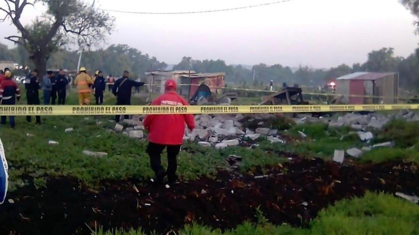 Autoridades municipales de Protección Civil y Bomberos se mantienen en el lugar, mientras que efectivos de seguridad pública acordonaron el área.(Twitter)