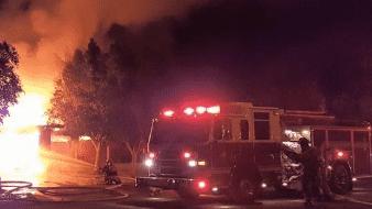 Rescatan a familia de incendio en El Centro