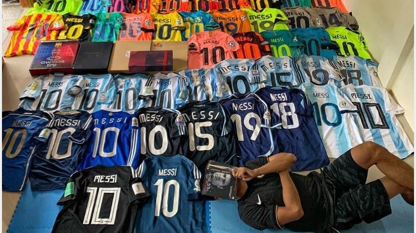 Aficionado presume su colección de 200 camisetas de Lionel Messi(Instagram @ang.uya)