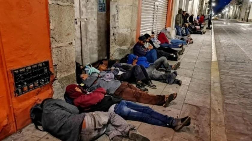 En Fase 3, campesinos duermen en la calle para poder cobrar apoyos de gobierno(El Universal)