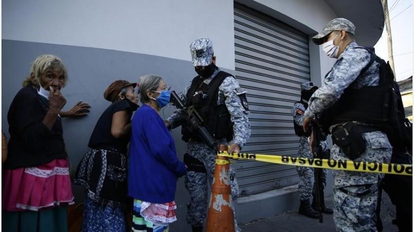 Un hombre de 62 años de edad se convirtió este miércoles en el octavo fallecido por COVID-19 en El Salvador, que registra 237 casos, informó el ministro de Salud, Francisco Alabí.(EFE)