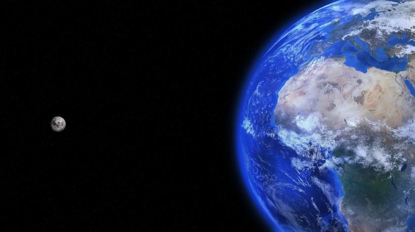 """Dice que aunque hoy """"estamosfísicamente separados, pero juntos podemos apreciar la maravilla que es la Nave Espacial Tierra. Te ves genial desde aquí"""".(Pixabay.)"""