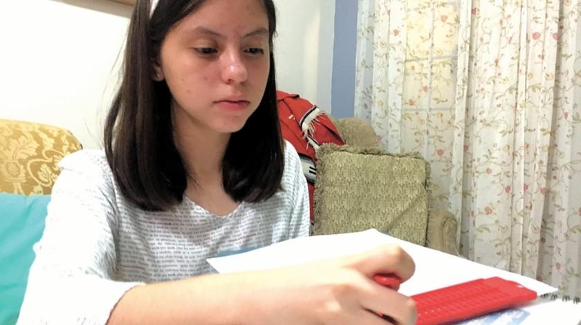 María Julia Sánchez tiene 13 años y le da gusto que otras personas puedan leer y aprender a través de sus reseñas.(Eliana Alvarado)