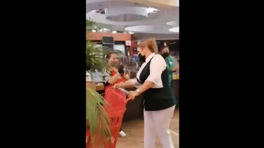 VIDEO: Empleados de supermercado ovacionan y agradecen a enfermera en Torreón(Captura de pantalla)