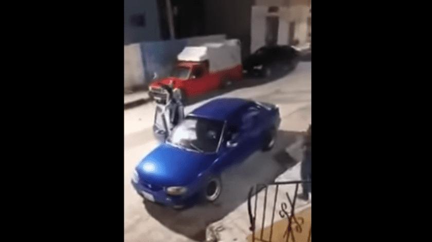 El lamentable hecho quedó grabado en video, en el que se muestra aSari Salem Warda, un reo de 46 años, bajando de un auto.