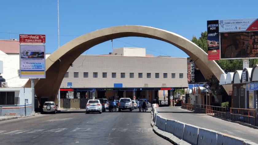 Continúa afluencia vehícular en centro de la ciudad y disminuye en cruces fronterizos(Rubén A. Ruiz)