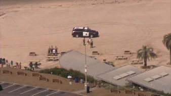 Protesta en playa de San Diego culmina en tres arrestos