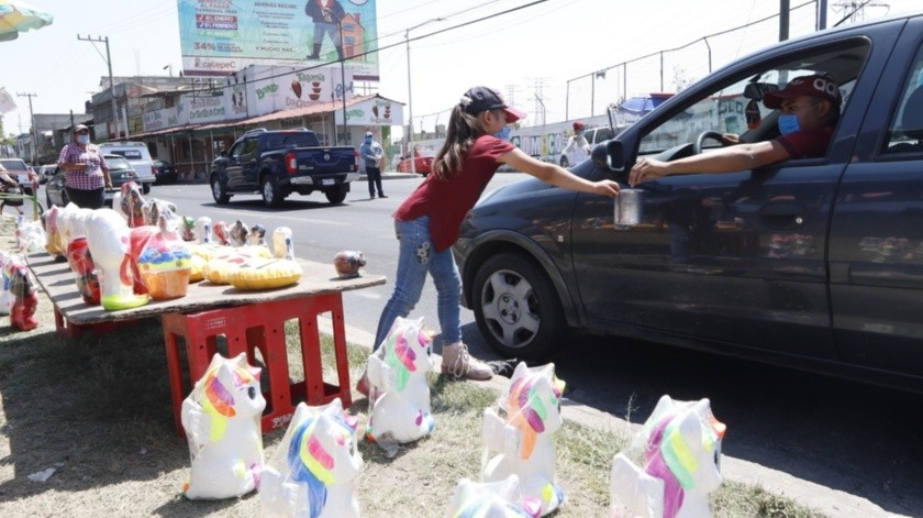 La familia de Ángeles no tiene trabajo desde hace tres meses, desde que se restringió la instalación de ferias en la Zona Metropolitana.(Agencia Reforma)