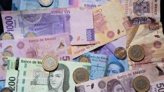 Peso mexicano labora a la baja en espera de decisión del banco central