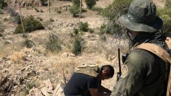 Rescatan a migrante mexicano en el desierto de Arizona