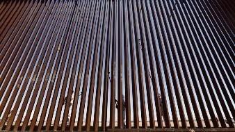 Terminan reposición del muro de Calexico