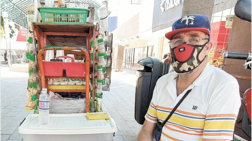 Tiene 20 años como vendedor ambulante y no le había tocado un panorama tan complicado(Gamaliel González)