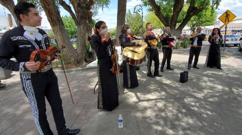 Llegan mariachis a Garita de Nogales para pedir apoyo ante Covid-19(Rubén A. Ruiz)