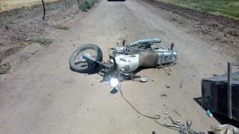 Persona cae de motocicleta y se fractura el cráneo