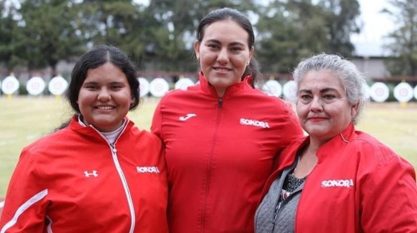 Alejandra y Margarita Valencia ha tenido el apoyo de su madre Elizabeth en todo momento.(Cortesía)