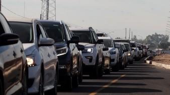 Filas de más de dos horas y cientos de vehículos para cruzar a Calexico