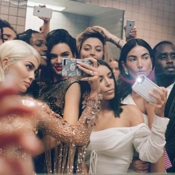 El mismo fue presentado por la revista Vogue Estados Unidos a en su canal oficial de YouTube.