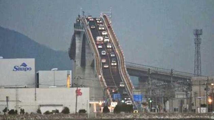 Puente en Japón  parece una montaña rusa(Tomada de la red)