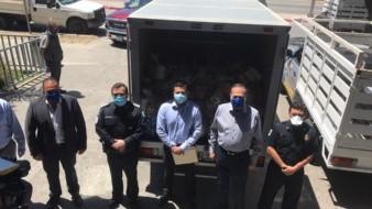 Maquiladores se 'reportan' con policias y bomberos de Tijuana