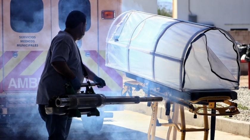 Sanitizan Estación de Bomberos que apoya en combate a Covid(Daniel Resendiz)