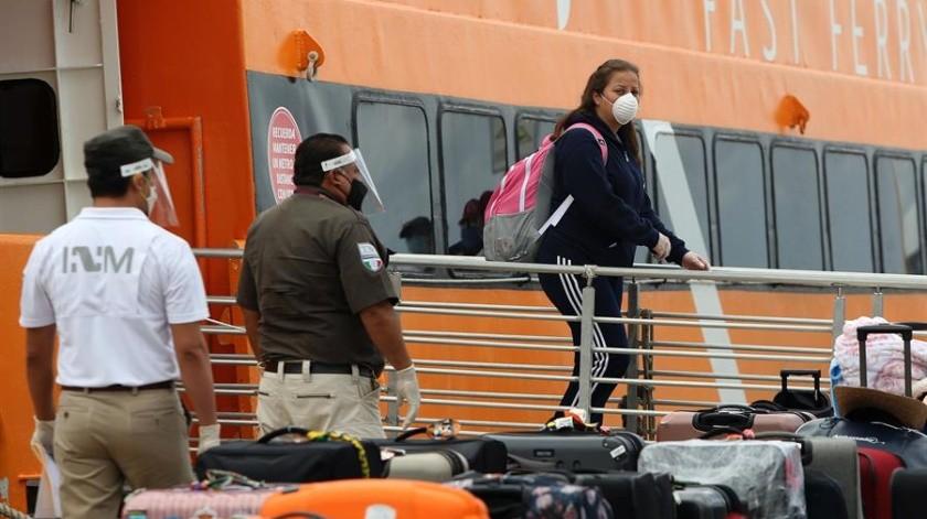 El alcalde de Cozumel informó que los trabajadores que bajaron del barco son originarios de diversos estados del país.(EFE)