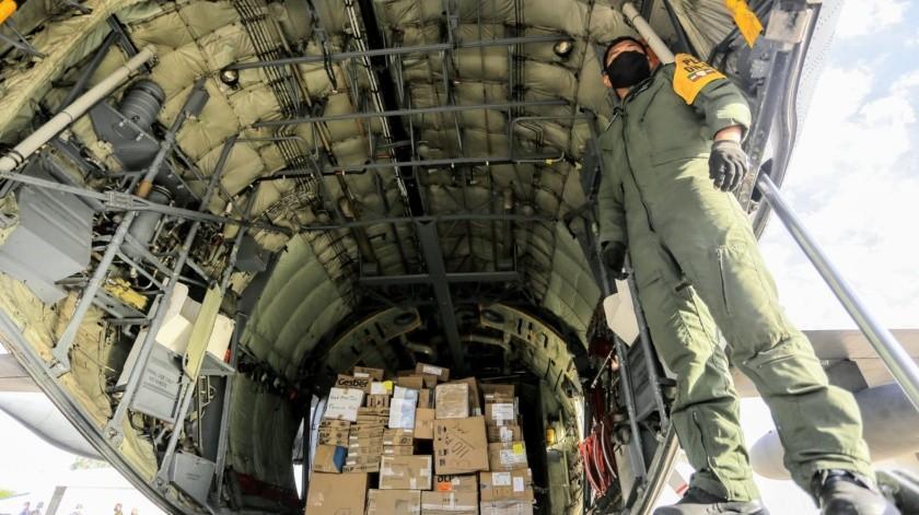 Llegan 7 toneladas de material para combatir pandemia en hospitales militares de Sonora(Eleazar Escobar)