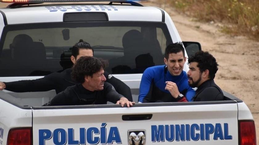 Detienen agentes a 22 personas por practicar surf en Rosarito(Cortesía)