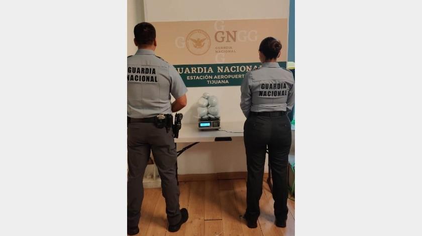 Encuentran fentanilo escondido en el baño de un avión en Tijuana