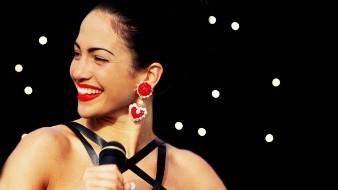 Revelan escenas inéditas de JLo como Selena Quintanilla