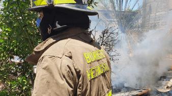 Tras robar con violencia hogar, ladrones inician incendio