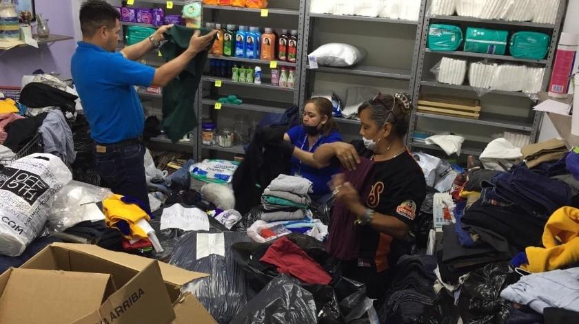 Recibe voluntariado del HGE más de 2 mil prendas para pacientes de escasos recursos(Leonor Hernández)
