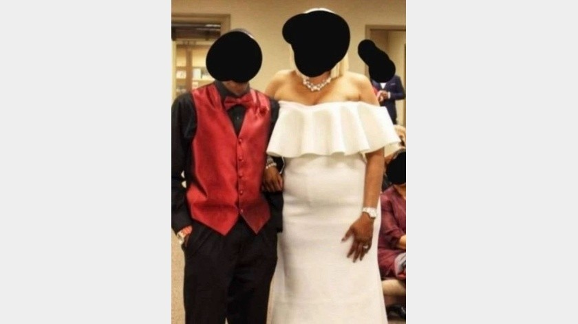 Fotógrafo da lección a la suegra que fue vestida de blanco a la boda(Tomada de la red)