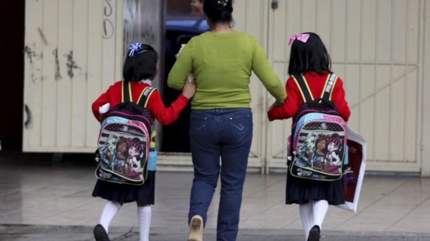 Esteban Moctezuma señaló que si bien el trabajo realizado con el programa Aprende en Casa ha sido reconocido, no sustituye a los maestros, y destacó la participación de las madres de familia.(Archivo)