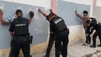 Estuvieron detenidos durante tres horas en la delegación.