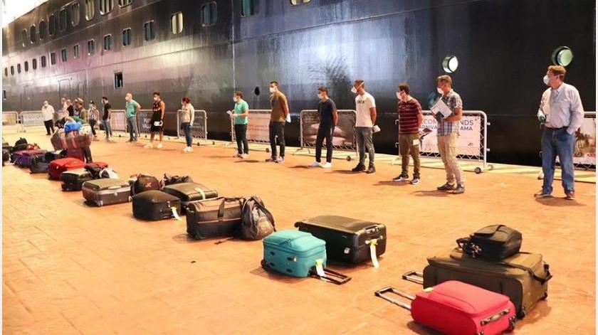 Repatrian a 187 mexicanos de crucero varado por Covid-19(EFE)