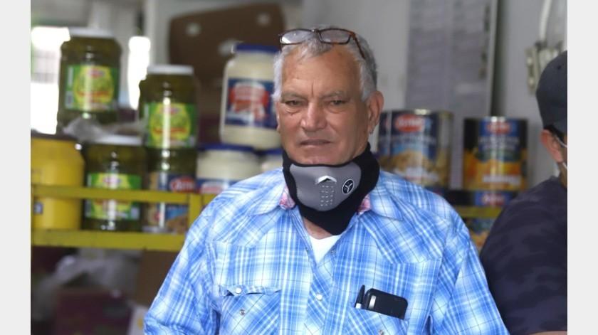 Héctor Rubén Ojeda Montaño es uno de los locatarios que ha hecho donativos para quienes se han visto afectados por la crisis provocada por el Covid-19