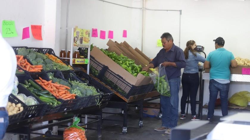 El trabajo en el Mercado de Abastos Francisco I. Madero no se ha detenido durante la pandemia.(Teodoro Borbón)