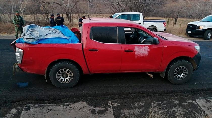 Fotografía de una camioneta donde fueron encontrados doce cadáveres, este sábado, en Huetamo, estado de Michoacán (México).(EFE, EFE)
