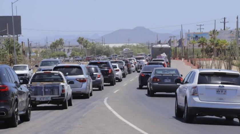 Congestionamiento vial rumbo a San Pedro el Saucito(Julián Ortega)