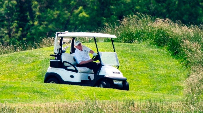 Tras 75 días, Donald Trump vuelve a jugar golf en uno de sus clubes(EFE, EPA)