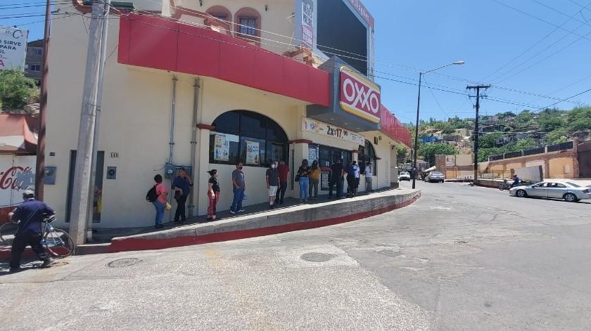Esperan largas filas para comprar cerveza en Nogales(Rubén A. Ruiz)