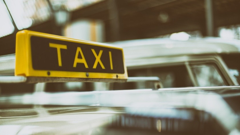 Roban con violencia vehículo a taxista en colonia Urbi Villa del Cedro(Pixabay / Ilustrativa)