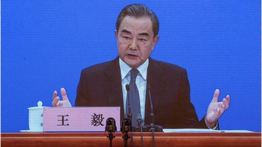 """El ministro de Exteriores chino, Wang Yi, afirmó hoy que EEUU está llevando las relaciones con China al """"borde de una nueva guerra fría"""" y aseguró que, además del Covid-19 hay un """"virus político"""" que se propaga por el país norteamericano(EFE)"""