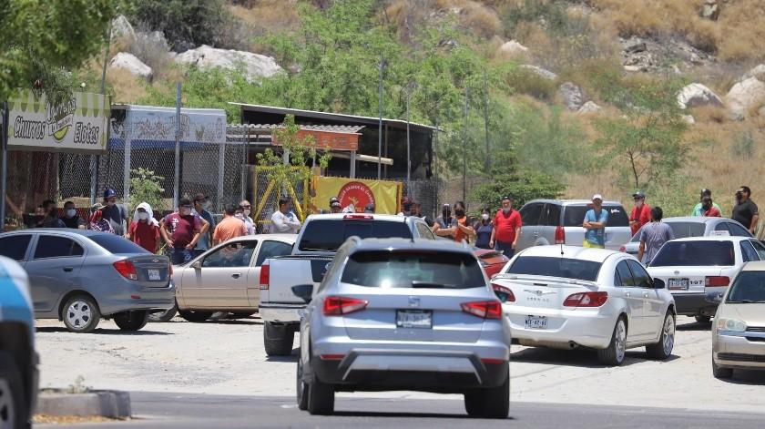 Las filas se extendieron por cuadras en los alrededores de los lugares que vendieron cerveza.(Anahí Velásquez)